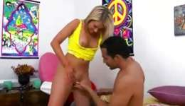 Magnificence blonde is on couch with her dude sucking a scrumptious whip and fucking