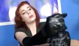 You will be pleasured to see this tempting babe playing with the joystick